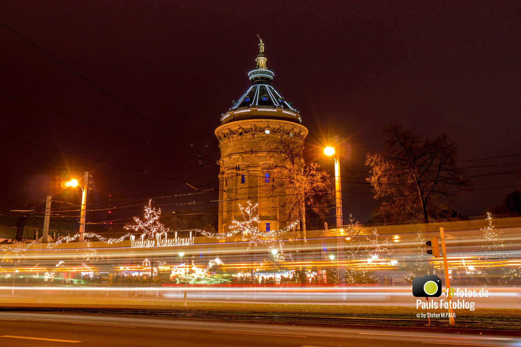 Lichtstreifen Straßenbahn in Mannheim