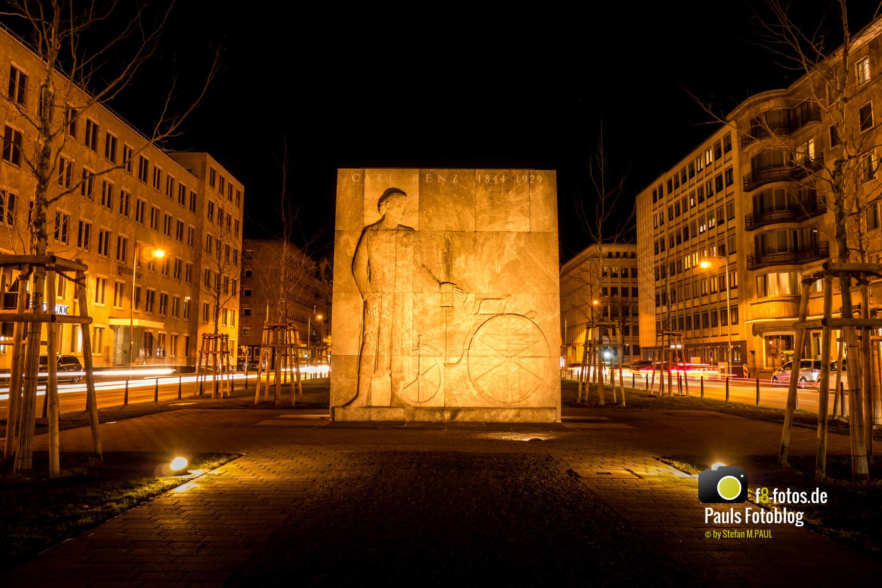 Carl Benz Denkmal in Mannheim bei Nacht