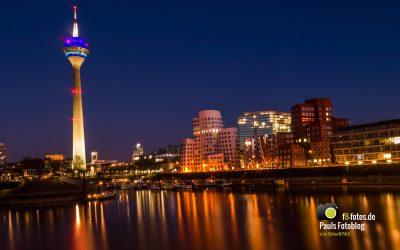 Düsseldorf Medienhafen bei Nacht
