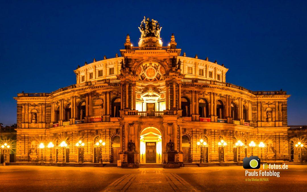 Semper Oper Dresden zur blauen Stunde