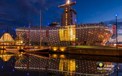 Klimahaus in Bremerhaven zur späten blauen Stunde