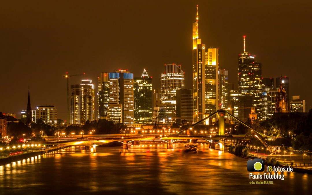 Frankfurt am Main im September in der Nacht