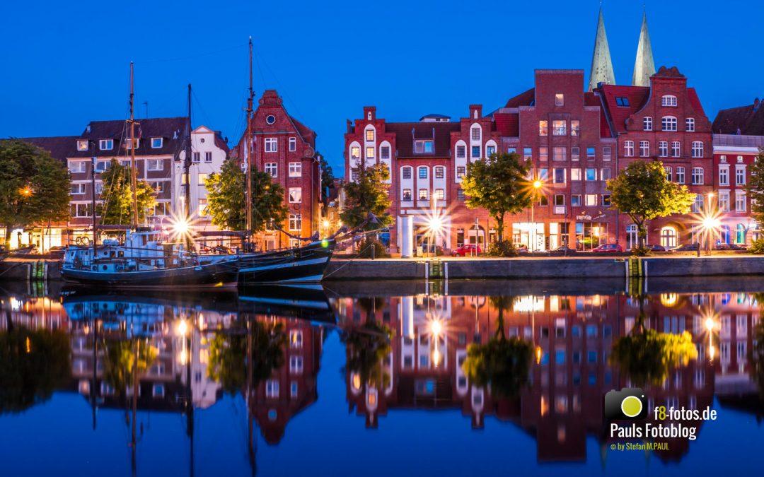 Lübeck untere Trave zur blauen Stunde